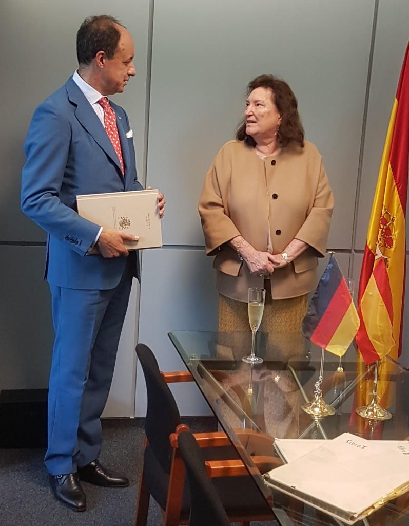 v.r.n.l. María Victoria Morera Villuendas, Juan José de Vicente Caballero